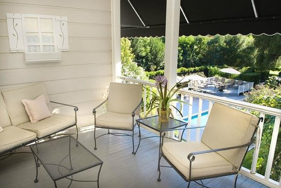 Honor Mansion, A Wine Country Resort : Enjoy several different seating areas around the property.