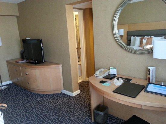 Warwick Seattle : Small bathroom