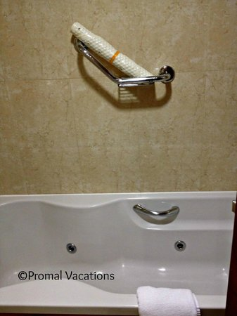 Killarney Towers Hotel & Leisure Centre: CLEAN jetted tub