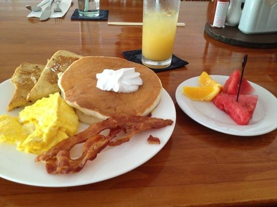 Chalan Kanoa Beach Hotel: great value breakfast
