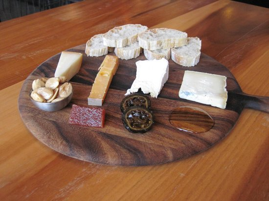 Meze Wine Bar & Bistro: cheese pairing
