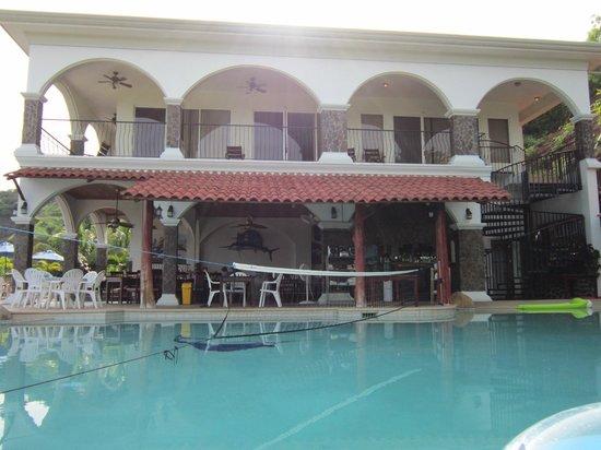 Barefoot Vacation Villas: villa from pool