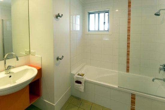 BIG4 Nambucca Beach Holiday Park: Bathroom Elevated Surf shack