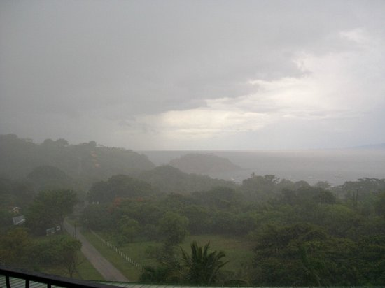 Barefoot Vacation Villas: rain storm