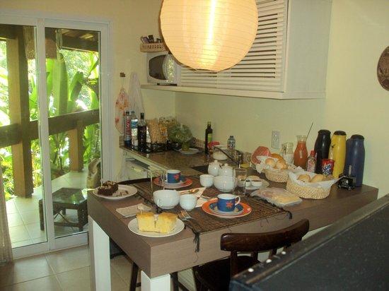 Pousada Vila do Bosque: Café da manhã no quarto.
