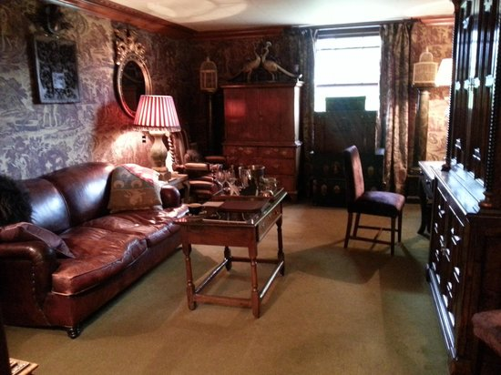Prestonfield: Wow! Our lounge in the Ramsey Suite.