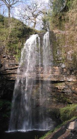 Llundain Fach Little London: Waterfall near-by