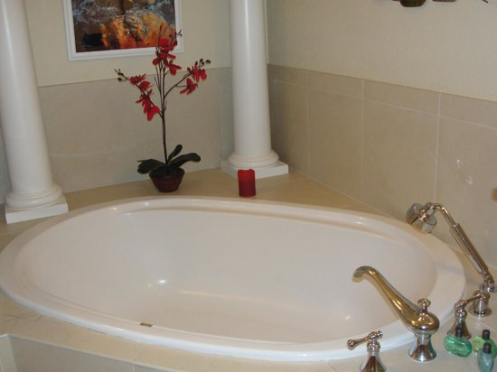 Beachcomber Grand Cayman: Master garden tub