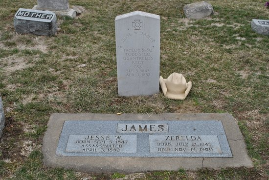 Grave of Jesse James - Mount Olivet Cemetery - Kearney, Mo.