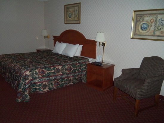 Days Inn Huntington: Bed