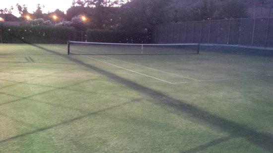 The Phoenician, Scottsdale: Grass tennis court
