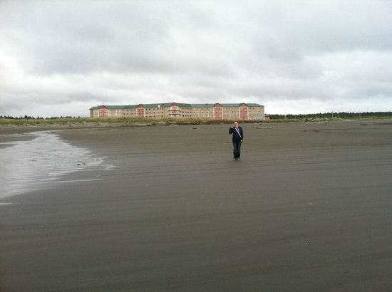 Quinault Beach Resort and Casino: hotel from the beach