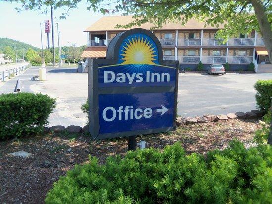 Days Inn Huntington: Sign