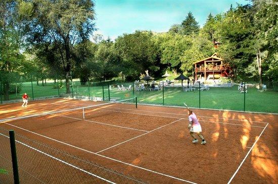 Aufenthalt: Para amantes del tenis....cancha de polvo de ladrillo!!!