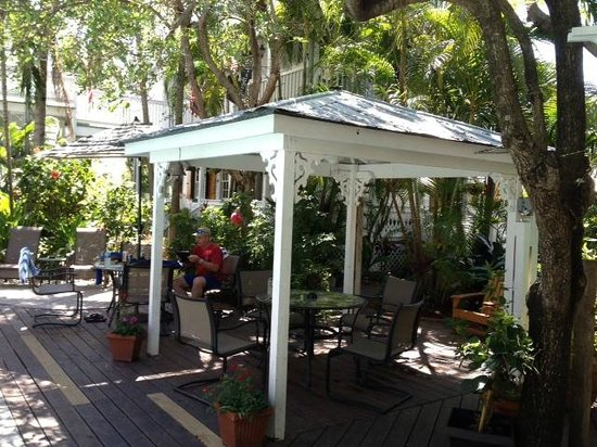 Key West Harbor Inn: main gazebo with fan