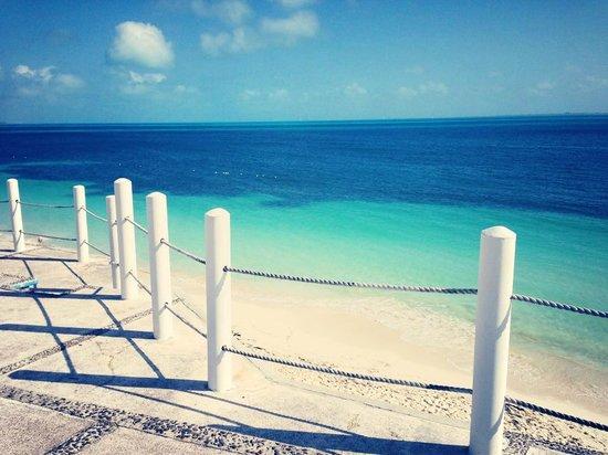 Beach House Imperial Laguna Cancun Hotel: Vista desde una de las dos playas