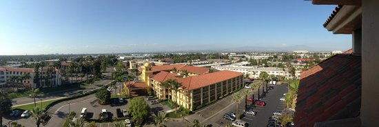 Embassy Suites by Hilton Santa Ana Orange County Airport: View from room on 10th floor
