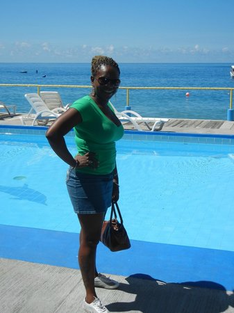 Anchorage Hotel & Dive Center: moi chilling at the pool