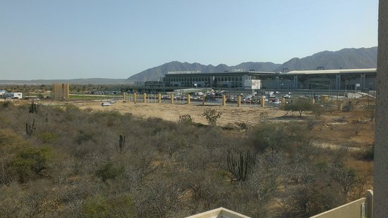 Hotel Aeropuerto Los Cabos: view of airport from our room