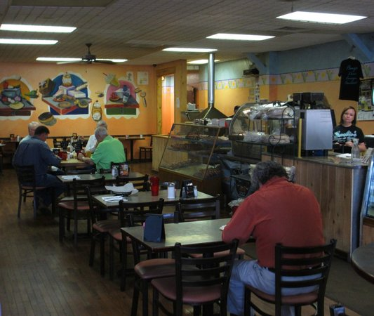 Charlie's Bakery and Cafe: Local's staking their claims before the rush