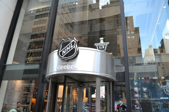 Nhl store new york city 2018 all you need to know for Store fenetre new york