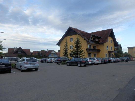 Hotel Restaurant Urdlwirt: Parking area