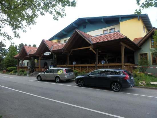 Hotel Reif - Urdlwirt: The entrance and restauirant