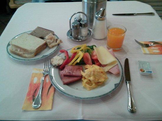 Hotel Reif - Urdlwirt: Breakfast!