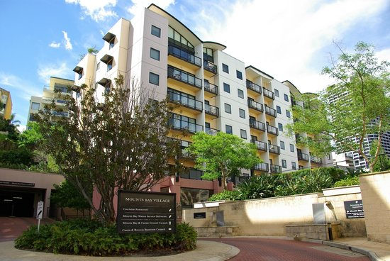 Mounts Bay Waters Apartment Hotel: Exterior
