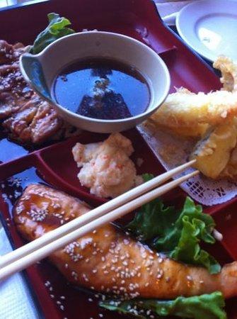 Tora Sushi Lounge: salmon box