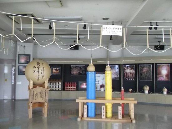 Lake Suwa Geyser Center: センター3階の花火の展示