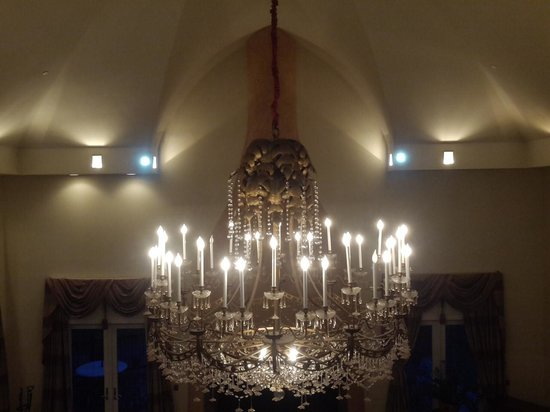 Emerson Resort & Spa: Great room chandelier