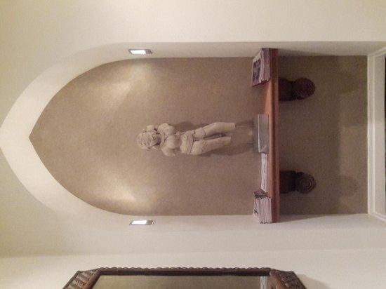 Emerson Resort & Spa: Sculpture