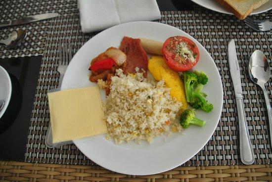 Hotel Arjuna : Aaahhhh breakfast of champions