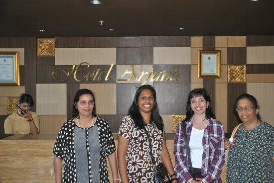 Hotel Arjuna: Front desk