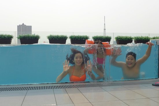 Luxent Hotel: Glass Walled Pool