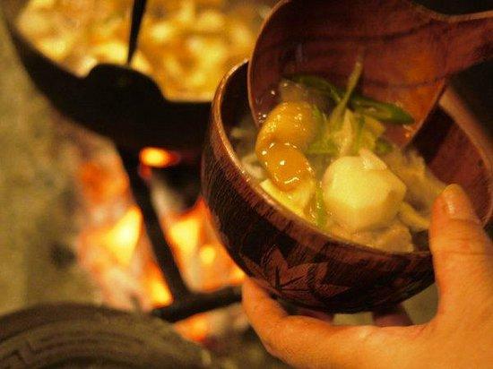 Irorinoyado Ashina: 冬には囲炉裏で鍋料理