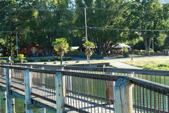 Featherbed Railroad Bed & Breakfast Resort: view of Featherbed from private dock on Clear Lake