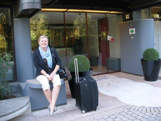 Antony Hotel: Hotel Entrance