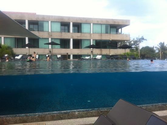 B-Lay Tong Phuket: pool