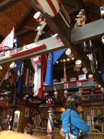 Yankee Doodles Cafe: Patriotic decorations
