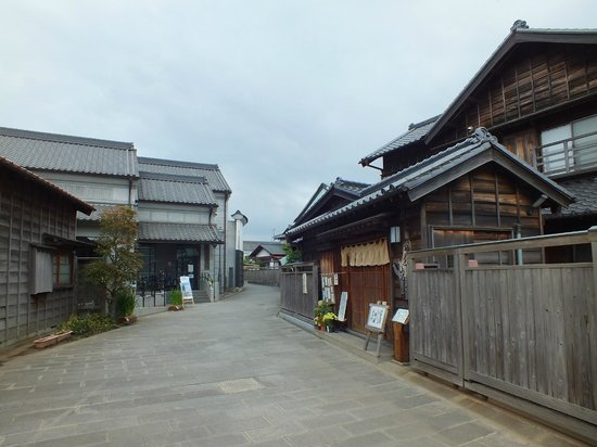Katori, اليابان: 伊能忠敬館入り口.樋橋前から