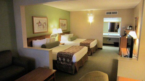 Best Western Plus King's Inn & Suites: Room beds.
