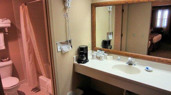 Best Western Plus King's Inn & Suites: Bathroom