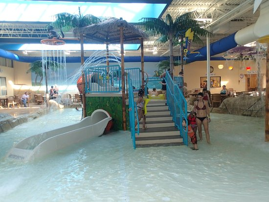 Quality Inn & Suites Palm Island Indoor Waterpark: Pool/Beach area