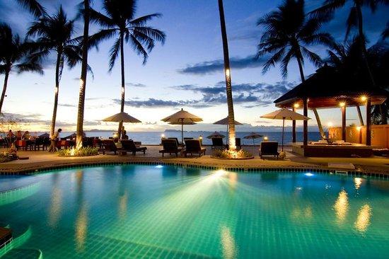 Kanok Buri Resort: Beachfront