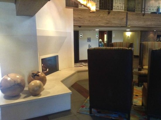 Hotel Corque: Hotel Lobby - Working Fireplace - Nice Touch!