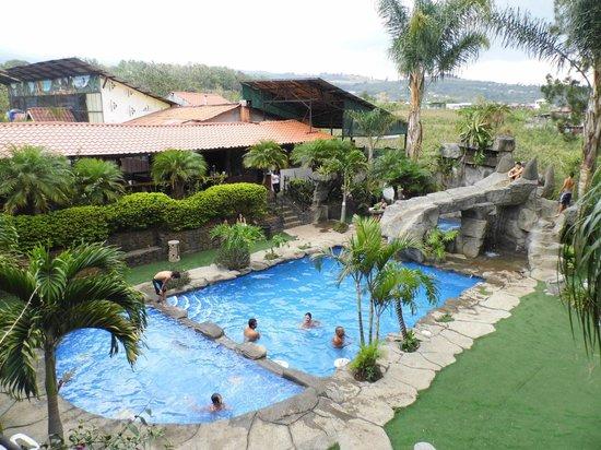 Hotel Monte Campana: La piscina tomada desde mi habitación