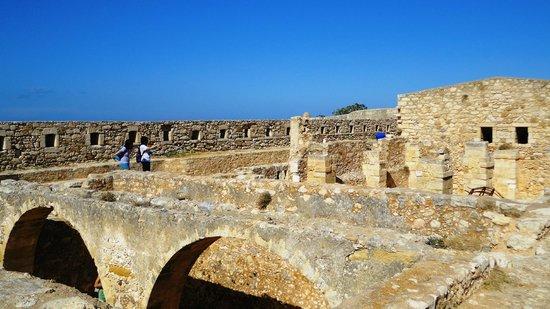 Aquila Porto Rethymno: крепость Фортеццо