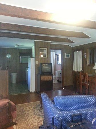 The Pines Cottages: Cabin 6- Inside